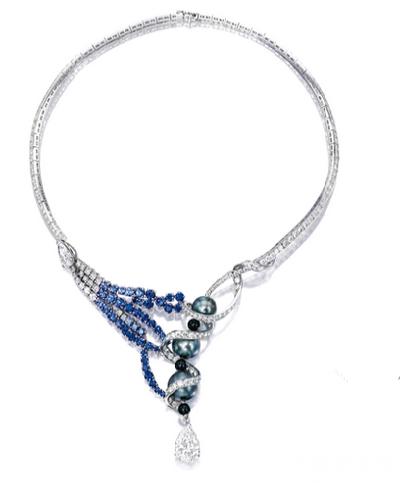 宝石配钻石项链及耳环套装,52.5万港元成交