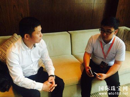 罗曼蒂珠宝创始人郑开国出席中国珠宝高峰论坛,接受央视网记者采访畅谈品牌发展