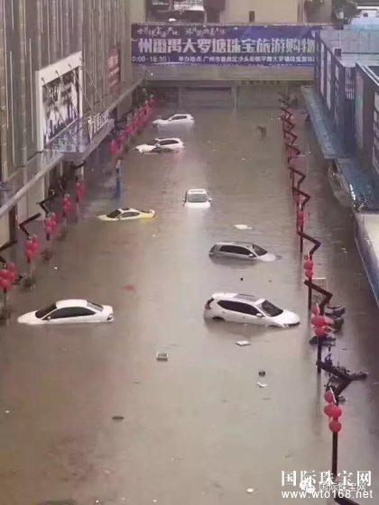 广州暴雨洗劫珠宝店 珠宝城内宝石整盘漂起