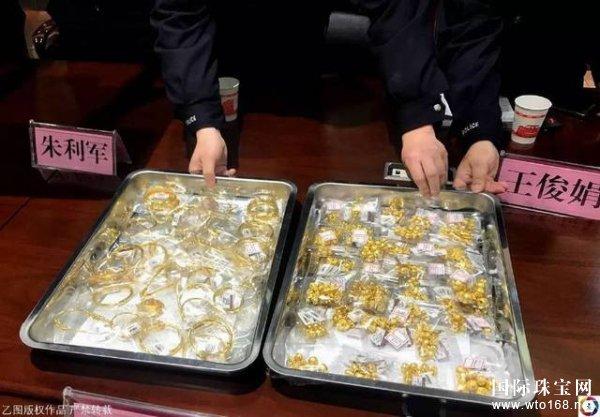 男子盗300万黄金珠宝埋妻子墓旁