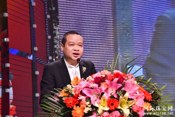 筑全球梦想,创珠宝辉煌 —2018甘露集团迎春团年晚会圆满成功!