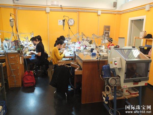 对标国际珠宝首饰教育培训产业,浅论中国珠宝首饰专业教育方向