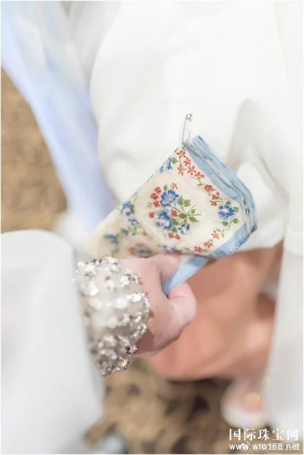 让古董戒指作为订婚戒指 代表传承与连接