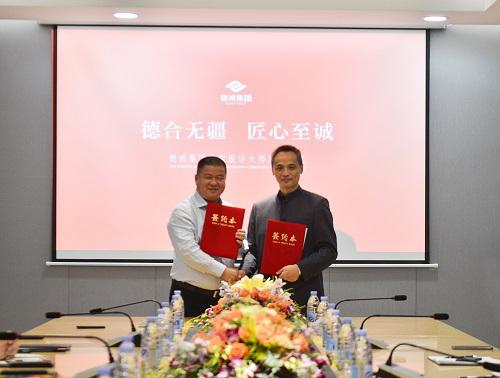 德诚集团董事长陈德官先生(左)与中国珠宝设计教父任进(右)完成签约