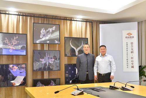 德诚集团董事长陈德官先生(右)与中国珠宝设计教父任进(左)合影