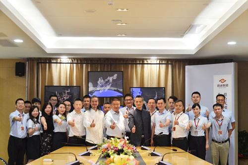 德诚集团董事长陈德官先生、德诚集团高层、领导与中国珠宝设计教父任进合影