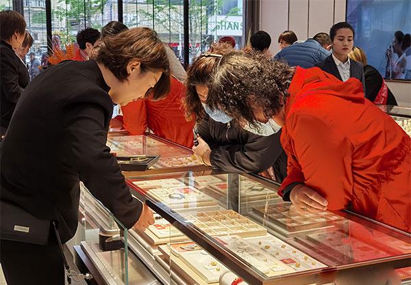 央视《大国品牌》六桂福珠宝旗舰店盛大开业 开启时尚新纪