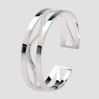 单纯银饰戒指
